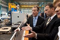 """20 FEB 2009 CEMNITZ/GERMANY: <br /> Franz Muentefering (L), SPD, Parteivorsitzender, Thomas Ulrich (R), Leiter Vertrieb UNION Werkzeugmaschinen GmbH, im Gespraech waehrend einem Betriebsrundgang, im Rahmen der SPD Veranstaltungsreihe """"Das Neue Jahrzehnt"""", UNION Werzeugmaschinen GmbH<br /> IMAGE: 20090220-01-206<br /> KEYWORDS: Franz Müntefering, Gespäch"""