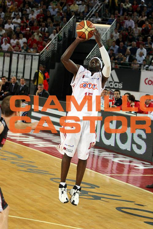 DESCRIZIONE : Roma Lega A1 2006-07 Playoff Quarti di Finale Gara 3 Lottomatica Virtus Roma Eldo Napoli<br />GIOCATORE : Mire Chatman<br />SQUADRA : Lottomatica Virtus Roma<br />EVENTO : Campionato Lega A1 2006-2007 Playoff Quarti di Finale Gara 3 <br />GARA : Lottomatica Virtus Roma Eldo Napoli<br />DATA : 22/05/2007 <br />CATEGORIA : Tiro<br />SPORT : Pallacanestro <br />AUTORE : Agenzia Ciamillo-Castoria/G.Ciamillo