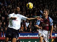 Fotball<br /> Premier League England 2004/2005<br /> Foto: BPI/Digitalsport<br /> NORWAY ONLY<br /> <br /> 22.11.2004<br /> <br /> Aston Villa v Tottenham Hotspur<br /> FA Barclays Premiership, Villa Park<br /> <br /> Freddie Kanoute, left, battles with Olof Mellberg