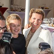 NLD/Amsterdam/20150530 - Amsterdamdiner 2015, Mabel Wisse Smit met Viktor & Rolf en zus Nicoline Wisse Smit