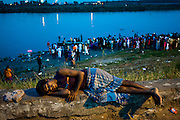 2nd September 2014,New Delhi. A man sleeps on a low wall on the Yamuna River Bank in New Delhi, India on the 2nd September 2014<br /> <br /> Sleeping in the outdoors is common in Asia due to a warmer climate and the fact that personal privacy for sleep is not so culturally ingrained as it is in the West. New Delhi (where most of these images were taken) is a harsh city both in climate and environment and for those working long hours, often in hard manual labour, sleep and rest is something fallen into when exhaustion overwhelms, no matter the place or circumstance. Then there are the homeless, in Delhi figures for them from Government and NGO sources vary wildly from 25,000 to more than 10 times that. Others public sleepers may simply be travellers having a siesta along the way.<br />  <br /> <br /> PHOTOGRAPH BY AND COPYRIGHT OF SIMON DE TREY-WHITE, photographer in Delhi<br /> <br /> + 91 98103 99809<br /> email: simon@simondetreywhite.com
