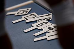 12-05-2017 NED: Nederland - Tsjechië, Amstelveen<br /> De Nederlandse volleybal mannen spelen hun eerste oefeninterland in de Emergohal in Amstelveen tegen Tsjechië. Deze wedstrijd staat in het teken van de verplaatsing van het Bankrasmomument. Nederland speelde daarom in speciale oude Nederlandse shirts uit 1992 / bordje, wisselen, item, creative, nummers