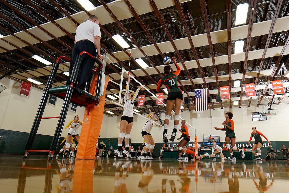 2014 Miami Hurricanes Volleyball vs Missouri