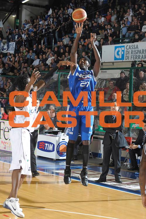 DESCRIZIONE : Ferrara Lega A1 2008-09 Carife Ferrara NGC Cantu <br /> GIOCATORE :  Kevinn Pinkney<br /> SQUADRA : NGC Cantu<br /> EVENTO : Campionato Lega A1 2008-2009 <br /> GARA : Carife Ferrara NGC Cantu  <br /> DATA : 21/12/2008 <br /> CATEGORIA : Tiro<br /> SPORT : Pallacanestro <br /> AUTORE : Agenzia Ciamillo-Castoria/M.Gregolin