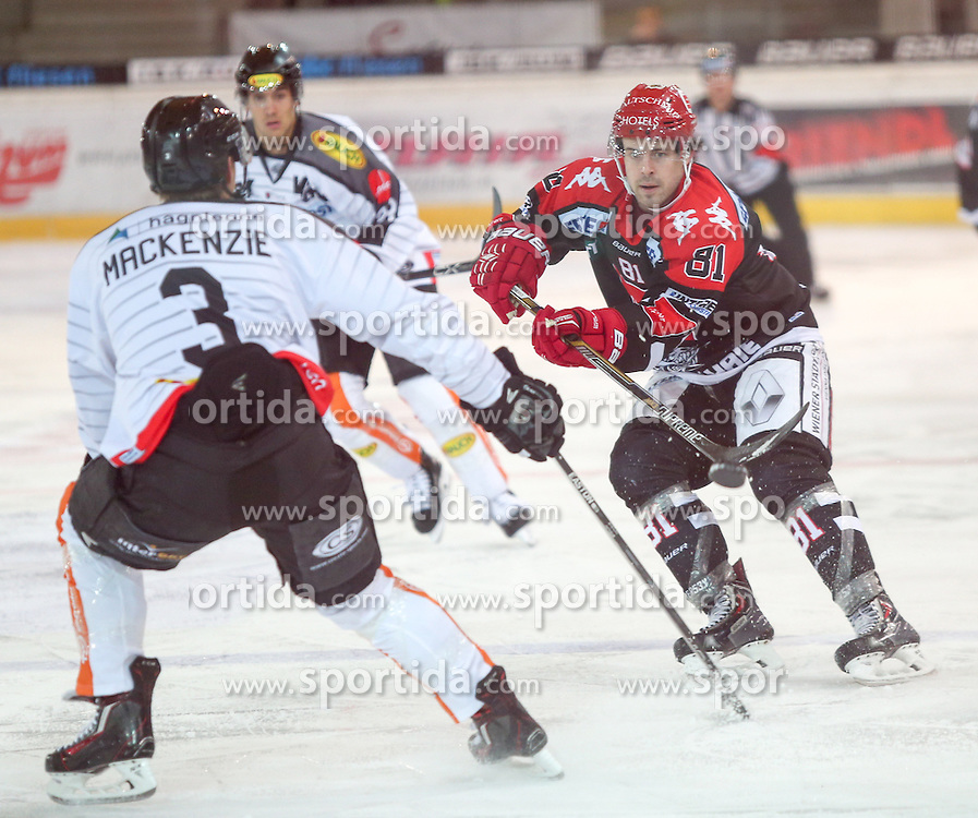 27.09.2015, Tiroler Wasserkraft Arena, Innsbruck, AUT, EBEL, HC TWK Innsbruck Die Haie vs Dornbirner Eishockey Club, 6. Runde, im Bild vl.: Andrew MacKenzie (Dornbirner Eishockey Club), Nick Ross (HC TWK Innsbruck  Die Haie) // during the Erste Bank Icehockey League 6th round match between HC TWK Innsbruck Die Haie and Dornbirner Eishockey Club at the Tiroler Wasserkraft Arena in Innsbruck, Austria on 2015/09/27. EXPA Pictures © 2015, PhotoCredit: EXPA/ Jakob Gruber