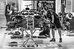 September 14, 2018 - Singapore, Singapore - Motorsports: FIA Formula One World Championship 2018, Grand Prix of Singapore, .Mechanics working on the Aston Martin Red Bull Tag Heuer RB14  (Credit Image: © Hoch Zwei via ZUMA Wire)