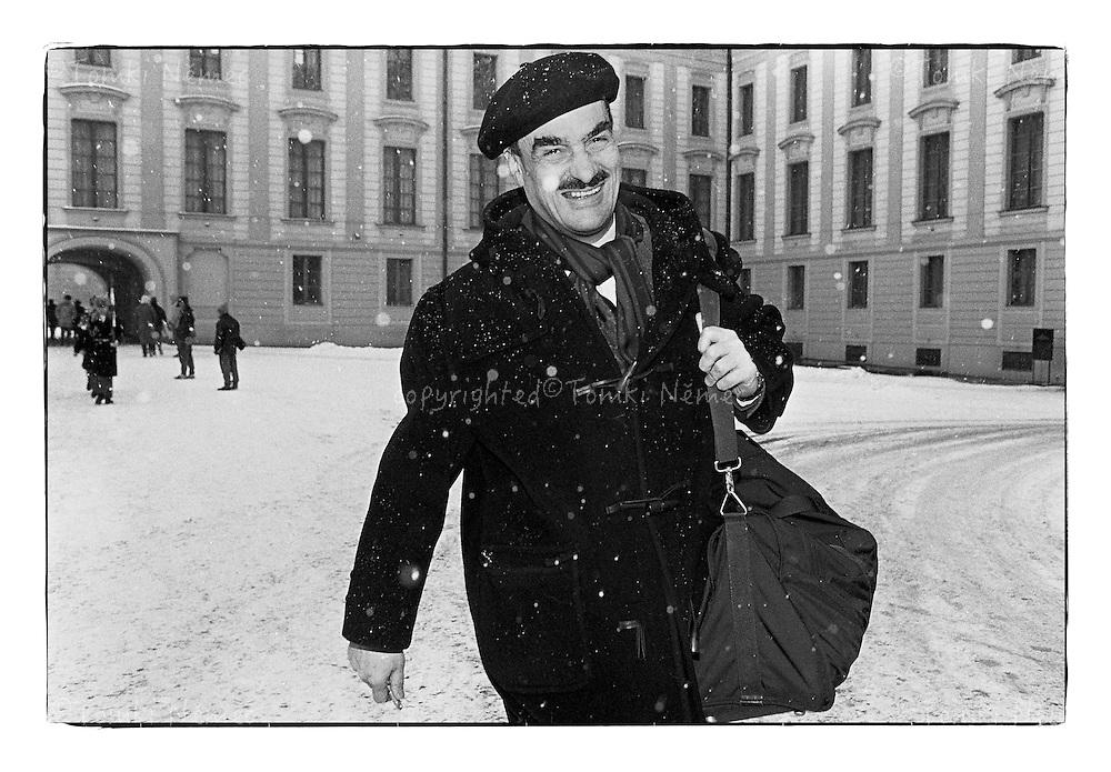 *En_Cechoslovakia, 1990, Prague Castle - Chancellor Karel Schwarzenberg is going home from the office.                                   *Cz_Karel Schwarzenberg odchazi z prace domu