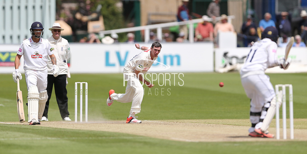 Steve Magoffin during the LV County Championship Div 1 match between Sussex County Cricket Club and Hampshire County Cricket Club at the BrightonandHoveJobs.com County Ground, Hove, United Kingdom on 8 June 2015.