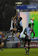 Twickenham, GREAT BRITAIN, Tiger's,  Lewis MOODY and Quins, Gavin DUFFY [right] contest the high ball, during the Guinness Premiership match, NEC Harlequins and Leicester Tigers, at the Twickenham Stoop Stadium, ENGLAND, 23/09/2006. [Photo, Peter Spurrier/Intersport-images].
