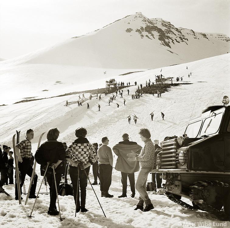 Hliðarfjall  Skíðalandsmótið 1962.Akureyri Easter 1962. Skijumping hill.