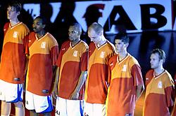 16-09-2006 BASKETBAL: NEDERLAND - ALBANIE: NIJMEGEN<br /> De basketballers hebben ook hun vierde wedstrijd in de kwalificatiereeks voor het Europees kampioenschap in winst omgezet. In Nijmegen werd een ruime overwinning geboekt op Albanie: 94-55 / Line up met Peter van paassen en Sydmill Harris<br /> ©2006-WWW.FOTOHOOGENDOORN.NL