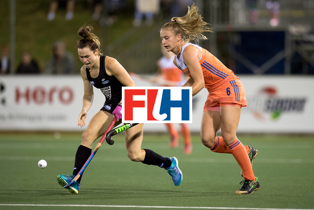 AUCKLAND - Sentinel Hockey World League final women<br /> Match id 10292<br /> 02 NED v NZL (Pool A)<br /> Foto: Kelsey Smith and Laurien Leurink (r)<br /> WORLDSPORTPICS COPYRIGHT FRANK UIJLENBROEK
