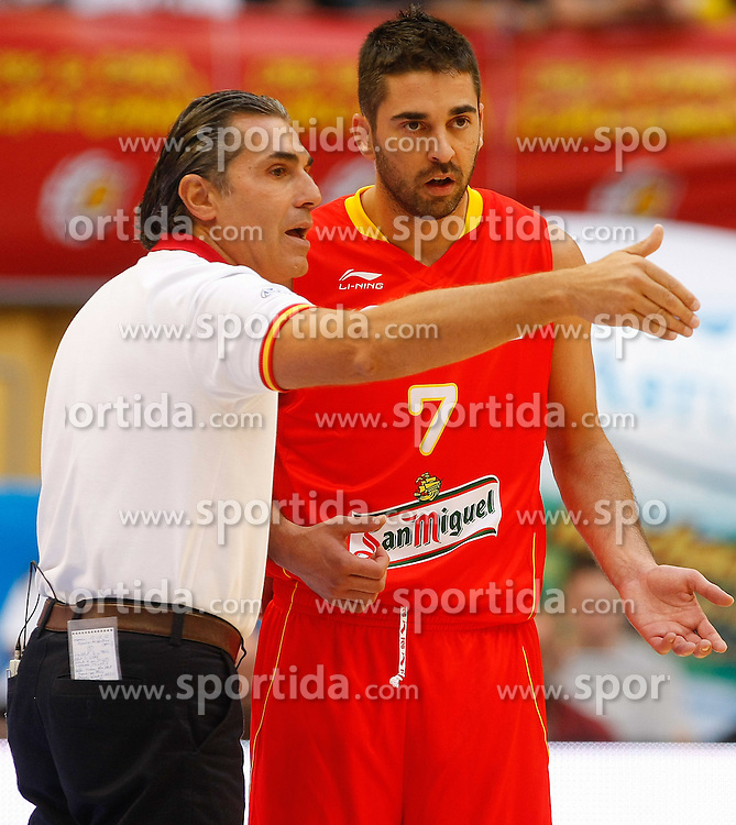 15.08.2010, Logroo, ESP, Friendly Basketball LS, Spain vs Argentia, im Bild Spain's Sergio Scariolo (l) and Juan Carlos Navarro during Friendly match. EXPA Pictures © 2010, PhotoCredit: EXPA/ Alterphotos/ Acero +++++ ATTENTION - OUT OF SPAIN +++++