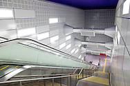 Europa, Deutschland, Nordrhein-Westfalen, Koeln, Treppen des neuen U-Bahnhofs der Nord-Sued Stadtbahn am Rathaus in der Altstadt...Europe, Germany, North Rhine-Westphalia, Cologne, stairs of the new subway station of the North-South subway track at the historic town hall in the old part of the town.