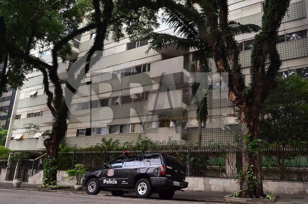 SÃO PAULO, SP, 14, DE FEVEREITO 2012 – PRÉDIO ASSALTADO EM HIGIENÓPOLIS – Prédio assaltado na última madrugada (14), localizado na Rua Sergipe, no bairro Higienópolis. Criminosso armados renderam os funcionários e fizeram arrastão em apartamentos. Até o final desta tarde a polícia não sabia afirmar como a quadrilha invadiu o prédio, já que as câmeras de segurança não estavam funcionando. (FOTO: CAIO BUNI / NEWS FREE).