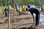 Nederland, Millingen, 12-3-2014Boomplantdag. Speeltuin Ons Genoegen krijgt een lindelaantje. Foto: Flip Franssen/Hollandse Hoogte