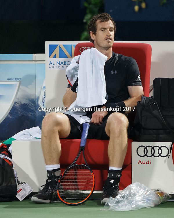 ANDY MURRAY (GBR)  sitzt auf der Bank waehrend Spielpause und fuehrt Selbstgespraeche,<br /> <br /> <br /> Tennis - Dubai Duty Free Tennis Championships - ATP -  Dubai Duty Free Tennis Stadium - Dubai -  - United Arab Emirates  - 3 March 2017. <br /> &copy; Juergen Hasenkopf