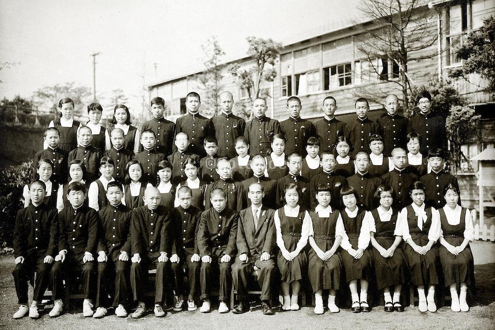 junior high school children group photo 1958 Japan