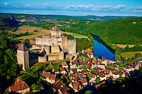 France, Aquitaine, Dordogne (24), Perigord Noir, vallee de la Dordogne, Castelnaud-la-Chapelle labellise Les Plus Beaux Villages de France, le chateau de Castelnaud-la-Chapelle // France, Aquitaine, Dordogne, Perigord Noir, Dordogne valley, Castelnaud la Chapelle, Dordogne river, Castelnaud castle