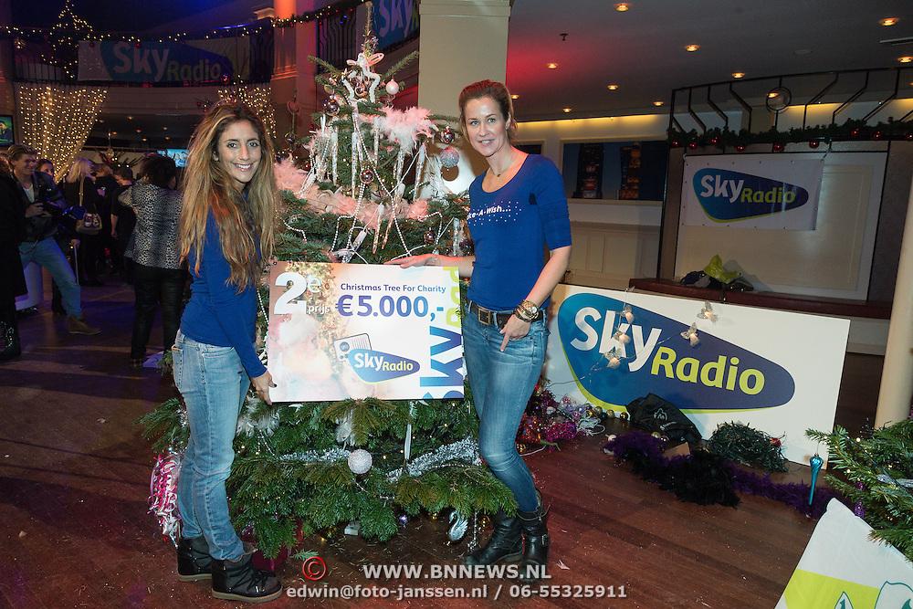 NLD/Hilversum /20131210 - Sky Radio Christmas Tree For Charity 2013, Danie Bles en Paulien Huizinga