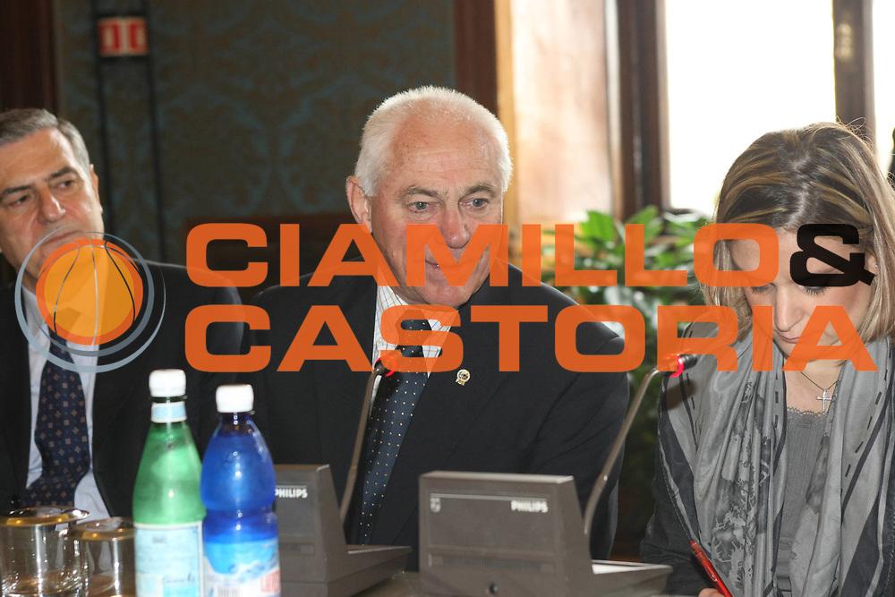 DESCRIZIONE : Roma Conferenza stampa Italia Mondiali 2014 incontro in Campidoglio e Palazzo Chigi con i vertici FIBA<br /> GIOCATORE : Bob Elphinston <br /> SQUADRA :  <br /> EVENTO : Presentazione candidatura Italia Mondiali 2014<br /> GARA : <br /> DATA : 31/10/2008 <br /> CATEGORIA : Ritratto<br /> SPORT : Pallacanestro <br /> AUTORE : Agenzia Ciamillo-Castoria/C.De Massis