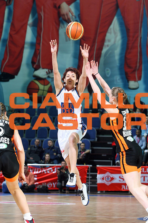 DESCRIZIONE : Mosca Moscow Region Eurolega Donne Euroleague Women Final Four 2007 Semifinal Bourges Basket-Ros Casares Valencia<br /> GIOCATORE : Palau<br /> SQUADRA : Ros Casares Valencia<br /> EVENTO : Mosca Moscow Region Eurolega Donne Euroleague Women Final Four 2007<br /> GARA : Bourges Basket Ros Casares Valencia<br /> DATA : 30/03/2007 <br /> CATEGORIA : Tiro<br /> SPORT : Pallacanestro <br /> AUTORE : Agenzia Ciamillo-Castoria/E.Castoria<br /> Galleria : Euroleague Women Final Four 2007<br /> Fotonotizia : Mosca Moscow Region Eurolega Donne Euroleague Women Final Four 2007 Semifinal Semifinal Bourges Basket-Ros Casares Valencia<br /> Predefinita :