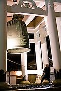 Ringing the gong at 10PM at Konpon Daito pagoda.