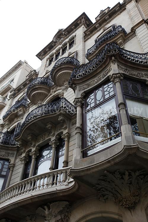 Architecture in Barcelona, Spain // architecture à Barcelone, Espagne