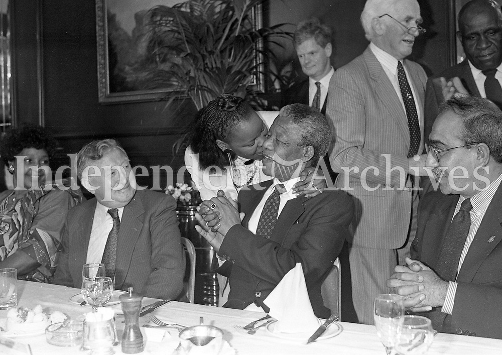 Nelson Mandela arrives at the Berkley Court Hotel, 02/07/1990 (Part of the Independent Newspapers Ireland/NLI Collection).