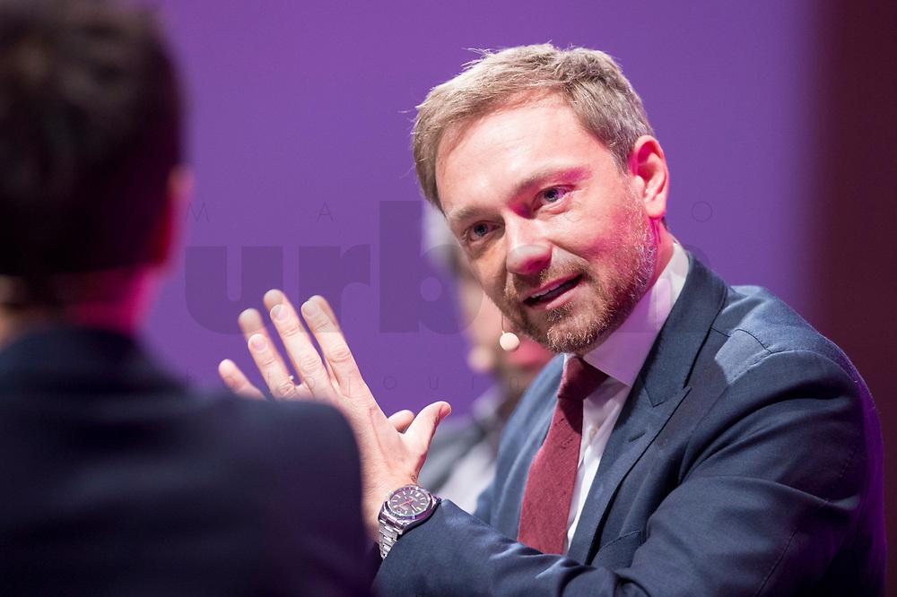 08 JAN 2018, KOELN/GERMANY:<br /> Christian Lindner, FDP Bundesvorsitzender, waehrend einer Diskussion, Jahrestagung 2018 des Deutschen Beamtenbundes und Tarifunion, dbb, Messe Koeln<br /> IMAGE: 20180108-01-283<br /> KEYWORDS: K&ouml;ln