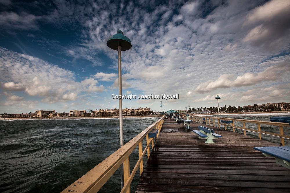 20151122 Fort Lauderdale  Florida USA <br /> Fiskeplats p&aring; pier vid<br /> FT Lauderdale beach<br /> <br /> FOTO : JOACHIM NYWALL KOD 0708840825_1<br /> COPYRIGHT JOACHIM NYWALL<br /> <br /> ***BETALBILD***<br /> Redovisas till <br /> NYWALL MEDIA AB<br /> Strandgatan 30<br /> 461 31 Trollh&auml;ttan<br /> Prislista enl BLF , om inget annat avtalas.