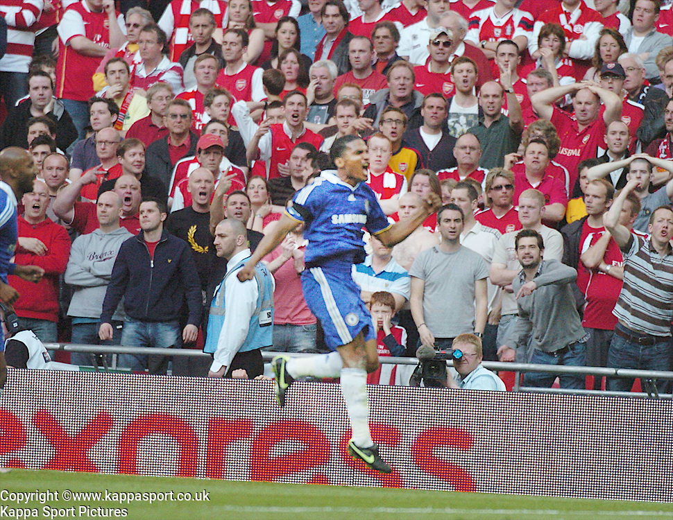 CHELSEA FLORENT MALOUDA, CELEBRATES AFTER SCORING CHELSEAS EQUALISER,  Arsenal v Chelsea, FA Cup Semi Final, Wembley Stadium, Saturday 18th April 2009