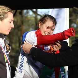 10-01-2016: Wielrennen: NK Veldrijden: Hellendoorn <br /> HELLENDOORN (NED) veldrijden Op de flanken van de Sallandse Heuvelrug streden de veldrijders om de Nederlandse titel bij de vrouwen . De titel ging naar Thalita de Jong (Ossendrecht) voor Sabrina Stultiens (Meijel) en Maud Kaptheijns (Westerhoven