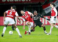 24-11-2007: Voetbal:AZ-WILLEM II: ALKMAAR<br /> Ibrahim Kargbo maakt een overtreding op Moussa Dembele terwijl Cziommer toekijkt<br /> Foto: Geert van Erven