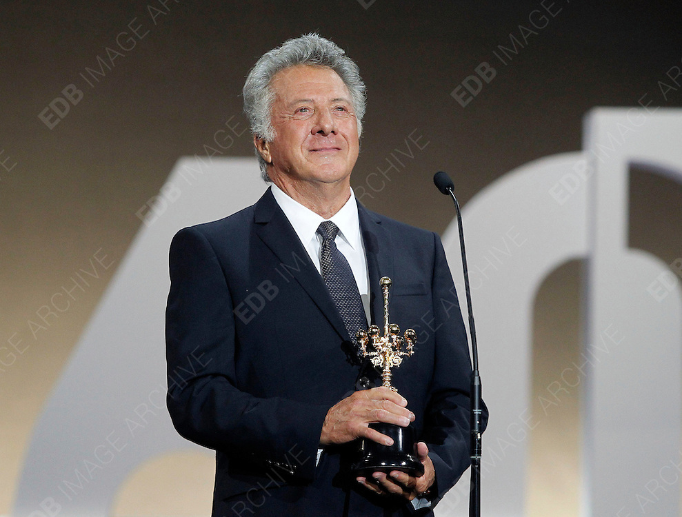 29.SEPTEMBER.2012. SAN SEBASTIAN<br /> <br /> DUSTIN HOFFMAN RECEIVES THE DONOSTI SPECIAL AWARD AT THE CLOSING GALA OF THE SAN SEBASTIAN FILM FESTIVAL HELD AT THE EL KURSAAL.<br /> <br /> BYLINE: EDBIMAGEARCHIVE.CO.UK<br /> <br /> *THIS IMAGE IS STRICTLY FOR UK NEWSPAPERS AND MAGAZINES ONLY*<br /> *FOR WORLD WIDE SALES AND WEB USE PLEASE CONTACT EDBIMAGEARCHIVE - 0208 954 5968*