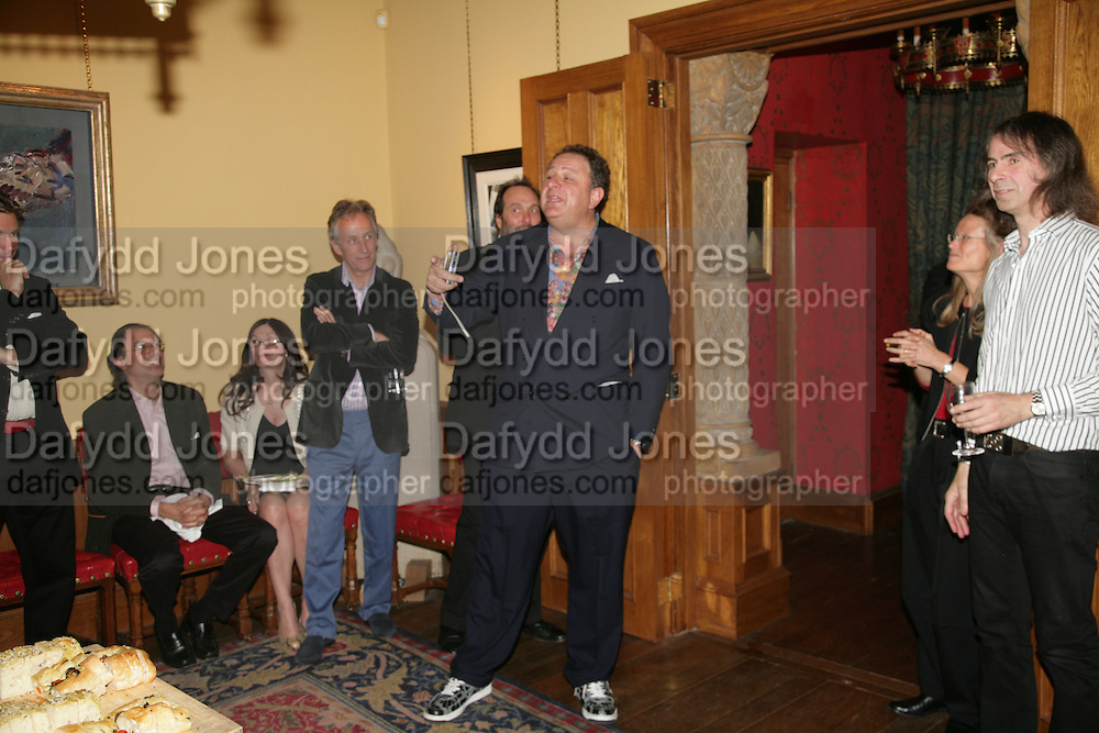 Speeches: Jean Pigozzi, Sheena Wagstaff and Ivor Braka amongst others. Party for Jean Pigozzi hosted by Ivor Braka to thank him for the loan exhibition 'Popular Painting' from Kinshasa'  at Tate Modern. Cadogan sq. London. 29 May 2007.  -DO NOT ARCHIVE-© Copyright Photograph by Dafydd Jones. 248 Clapham Rd. London SW9 0PZ. Tel 0207 820 0771. www.dafjones.com.