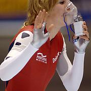 NLD/Heerenveen/20060121 - ISU WK Sprint 2006, Annette Gerritsen aan de zuurstof