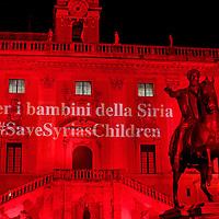 Siria: a Roma il Campidoglio s'accende di rosso