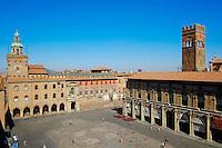 Italie, Emilie-Romagne, Bologne, vue de la Piazza Maggiore, Palazzo del Podesta // Italy, Emilia-Romagna, Bologna, View of Piazza Maggiore, Palazzo del Podesta