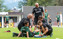 24.07.2015, Sportplatz Buergerau, Saalfelden, AUT, Trainingslager, Hannover 96, im Bild v.l.: Manuel Schmiedebach (Hannover 96) wird verarztet, Michael Frontzeck (Hannover 96) // during the Trainingscamp of German Bundesliga Club Hannover96 at the Sportplatz Buergerau in Saalfelden, Austria on 2015/07/24. EXPA Pictures © 2015, PhotoCredit: EXPA/ JFK