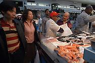 Roma (Italy)  08/11/2005:  Venditore asiatico ad un banco del pesce, Mercato Esquilino - Asian seller to a fish stall, Market Esquilino.