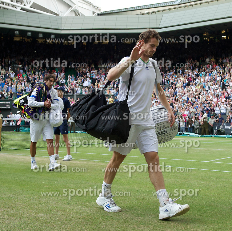 01.07.2011, Wimbledon, London, GBR, ATP World Tour, Wimbledon Tennis Championships, im Bild Andy Murray (GBR) dejectedly walks off Centre Court after losing the Gentlemen's Singles Semi-Final match on day eleven of the Wimbledon Lawn Tennis Championships at the All England Lawn Tennis and Croquet ClubEXPA Pictures © 2011, PhotoCredit: EXPA/ Propaganda/ David Rawcliffe +++++ ATTENTION - OUT OF ENGLAND/UK +++++