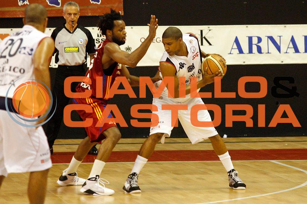 DESCRIZIONE : Biella Lega A 2008-09 Playoff Quarti di finale Gara 4 Angelico Biella Lottomatica Virtus Roma<br /> GIOCATORE : Joe Smith<br /> SQUADRA : Angelico Biella<br /> EVENTO : Campionato Lega A 2008-2009 <br /> GARA : Angelico Biella Lottomatica Virtus Roma<br /> DATA : 24/05/2009<br /> CATEGORIA : Palleggio<br /> SPORT : Pallacanestro <br /> AUTORE : Agenzia Ciamillo-Castoria/E.Pozzo
