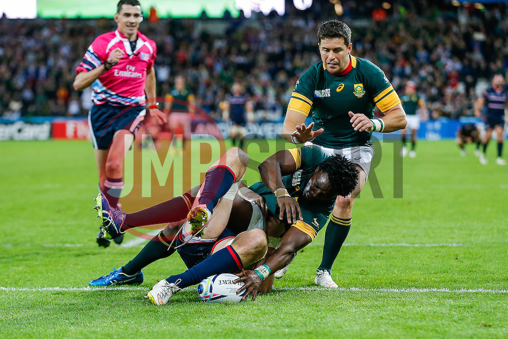 South Africa Winger Lwazi Mvovo scores a try - Mandatory byline: Rogan Thomson/JMP - 07966 386802 - 07/10/2015 - RUGBY UNION - The Stadium, Queen Elizabeth Olympic Park - London, England - South Africa v USA - Rugby World Cup 2015 Pool B.