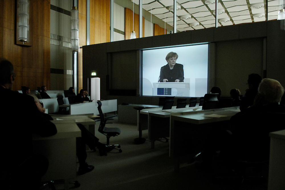 03 FEB 2006, BERLIN/GERMANY:<br /> Angela Merkel, CDU, Bundeskanzlerin, waehrend ihrer Rede auf einem Grossbild-Display, in einem der Hoersaale, Eroeffnung der European School of Management and Technology, ESMP, im ehemaligen Staatsratsgebaeude der DDR<br /> IMAGE: 20060203-01-037<br /> KEYWORDS: Bildung, education, Universitaet, Privatschule