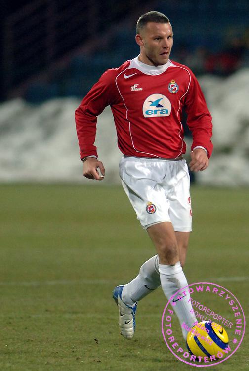 n/z.: Tomasz Klos (nr30-Wisla) podczas meczu ligowego Wisla Krakow (czerwone) - GKS Katowice (zielone) 1:0 , I liga polska , 16 kolejka sezon 2004/2005 , pilka nozna , Polska , Krakow , 12-03-2005 , fot.: Adam Nurkiewicz / mediasport..Tomasz Klos (nr30-Wisla) controls the ball during Polish league first division soccer match in Cracow. March 12, 2005 ; Wisla Krakow (red) - GKS Katowice (green) 1:0 ; first division , 16 round season 2004/2005 , football , Poland , Cracow ( Photo by Adam Nurkiewicz / mediasport )