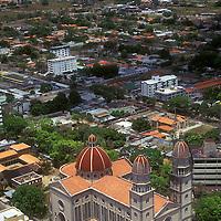 Vista aérea de Maturin y catedral Nuestra Señora del Carmen, Estado Monagas, Venezuela