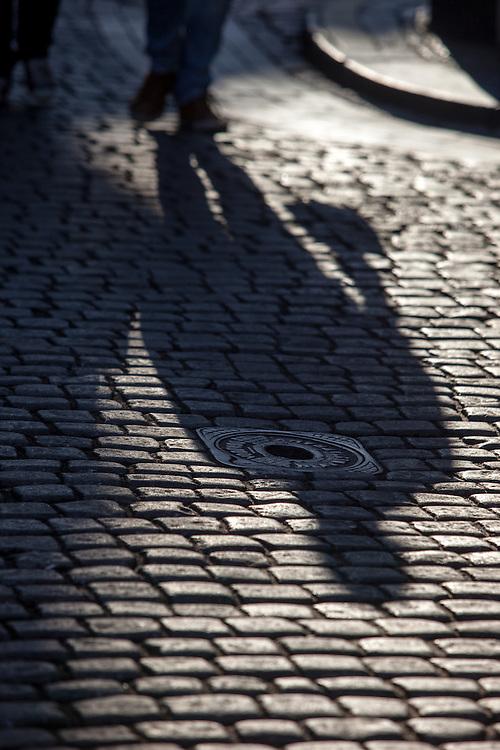 Schattenspiele am Altstädter vor dem Rathaus in Prag.