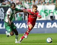 Fotball<br /> Bundesliga Tyskland<br /> Foto: Witters/Digitalsport<br /> NORWAY ONLY<br /> <br /> 30.09.2006<br /> v.l. Hans Sarpei, Philipp Lahm Bayern<br /> <br /> Bundesliga VfL Wolfsburg - FC Bayern München