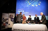 eigen 7-1-2016 AMSTERDAM - Koningin M&aacute;axima woont donderdagmiddag 7 januari in museum De Hermitage in Amsterdam de ondertekening bij van een lening van 100 miljoen euro van de Europese Investeringsbank (EIB) aan Qredits Microfinanciering Nederland. Met deze lening kan Qredits de komende jaren meer leningen verstrekken en coaching geven aan Nederlandse (startende) ondernemers. Koningin M&aacute;xima is hierbij aanwezig in haar hoedanigheid van lid van het Nederlands Comit&eacute; voor Ondernemerschap en Financiering.. COPYRIGHT ROBIN UTRECHT<br /> 7-1-2016 AMSTERDAM - Queen Maxima attends Thursday January 7 in The Hermitage museum in Amsterdam at the signing of a loan of 100 million euros from the European Investment Bank (EIB) to Qredits Microfinance Netherlands. With this loan Qredits can provide in the coming years more loans and coaching of Dutch (starting) entrepreneurs. Queen M&aacute;xima is also present in her capacity as a member of the Dutch Committee for Entrepreneurship and Finance . COPYRIGHT ROBIN UTRECHT